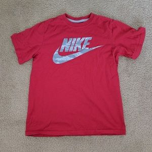 Nike boys tee EUC